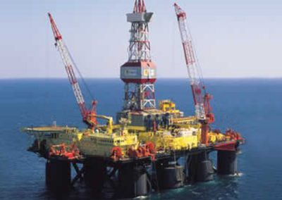 Semisubmersible drilling oil rig